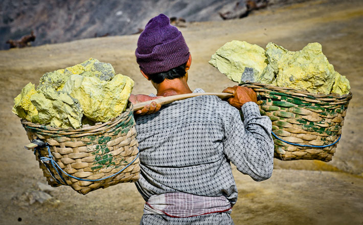 Miner carrying sulphur